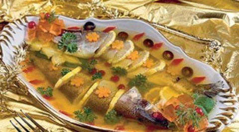 При заболевании суставов блюда с желатином должны регулярно появляться на столе.