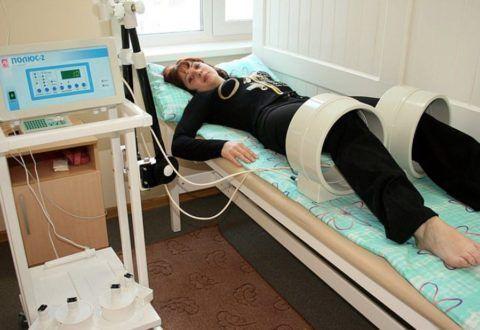 Вспомогательным методом при лечении коксартроза коленей является физиотерапия.