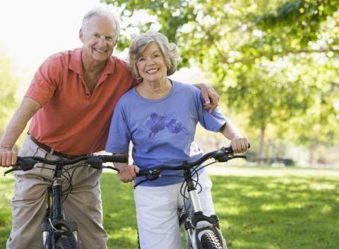 Езда на велосипеде при начальных стадиях гонартроза коленей помогает справиться с недугом.