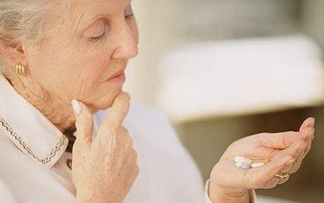 Лечение обычно начинают с медикаментозной терапии.