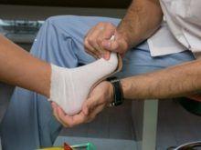 Какой врач лечит суставы (как он называется)?