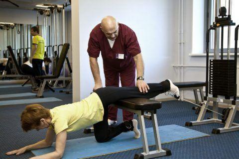 Специалист по ЛФК подберет оптимальный комплекс упражнений
