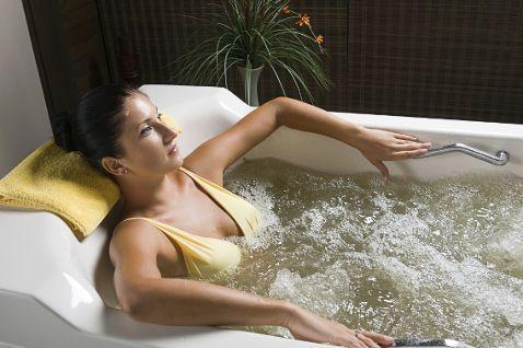 Для лечения гонартроза используются родоновые и кислородные ванны