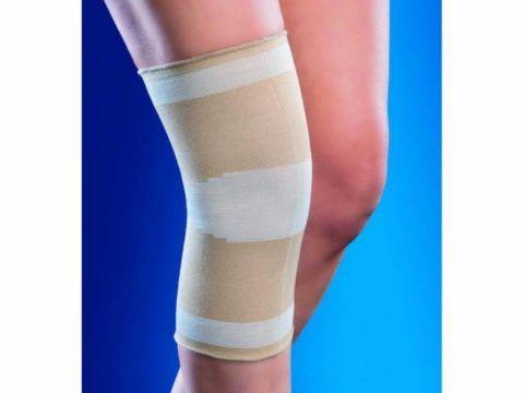 Для облегчения боли на сустав надевают эластичный наколенник