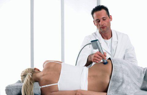 Проведение процедуры ударно-волновой терапии
