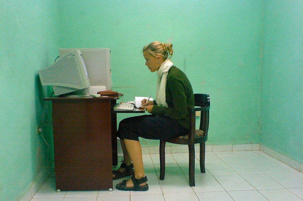 Основная причина «омоложения» патологии – длительное сидение за компьютером в «удобном» положении