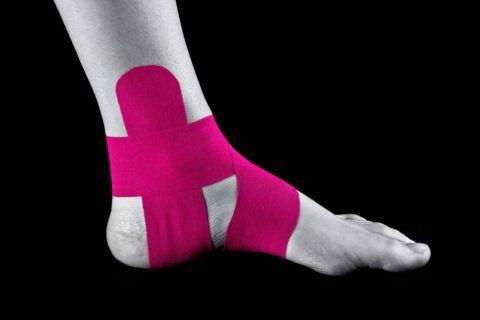 Для иммобилизации сустава используют различные приспособления