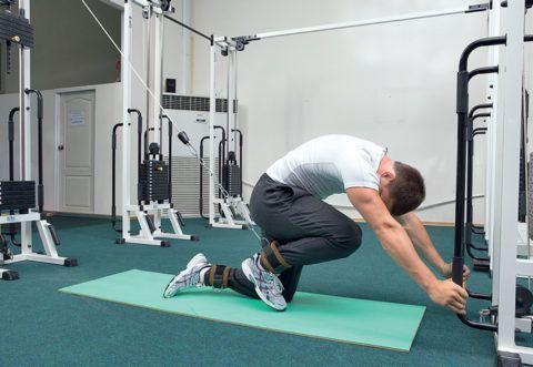 Особенность выполнения всех декомпрессионных упражнений заключается в том, что «основное» движение на сопротивление следует делать резко, одним рывком.
