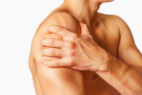Плексит плечевого сустава проявляется резкой болью в области плеча и ключицы