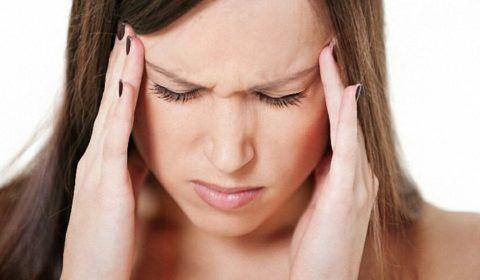 Регулярный боли в висках и подташнивание, на самом деле, могут быть проявлением остеохондроза шеи