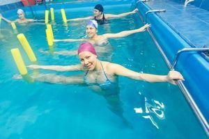 Упражнения в бассейне помогают как в лечении, так и в профилактике коксартроза.