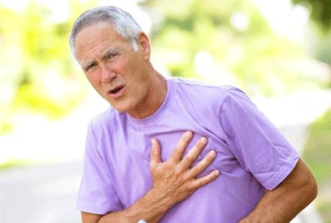 Боль, похожая на стенокардическую, может быть признаком грыжи верхних отделов позвоночника