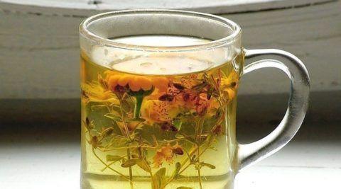 Для приготовления растительного настоя, травяную смесь заливают кипящей водой.