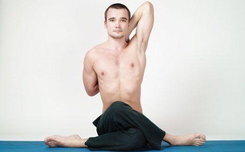 Эту разновидность упражнения для тазобедренных суставов видео следует выполнять не так как показано на фото, а сидя ягодицами на пятке «нижней» ноги