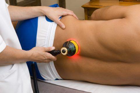 Когда болит спина внизу позвоночника — современные физиопроцедуры помогают избавиться от этой проблемы
