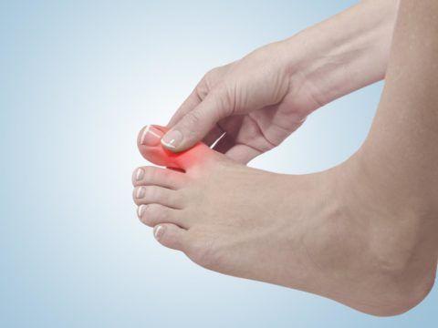 Когда болят суставы на ногах, это может быть признаком травмы