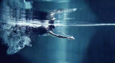 Лучшее «лечение движением» для межпозвоночной грыжи – плавание стилем Кроль и Кроль на спине