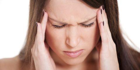 Непроходящая головная боль - частый симптом остеохондроза