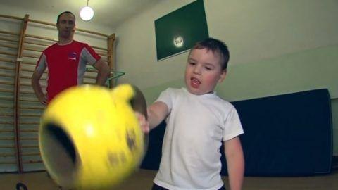 Родители, заставляющие детей заниматься гиревым спортом до окончания роста, подвергают их опасности «искусственного» развития одиночных грыж