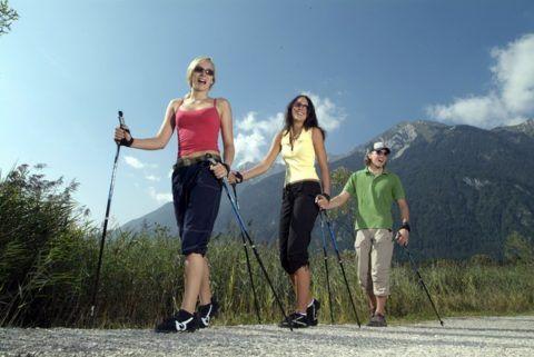 Скандинавский вид ходьбы с палками на 35% снижает нагрузку на позвоночный отдел