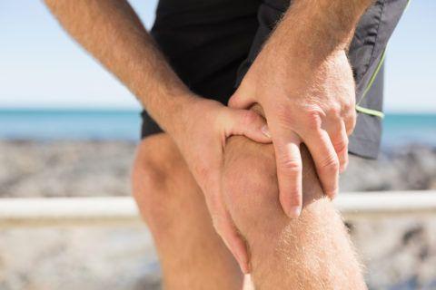 Травмы колена часто возникают при неправильном выполнении упражнений.
