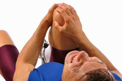 Травмы коленного сустава сопровождаются болью различной интенсивности