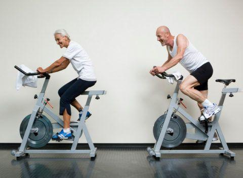 Вначале надо крутить педали назад (!), при этом, высота сиденья должна быть на таком уровне, чтобы стопа едва касалась педали в выпрямленном положении ноги