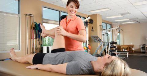 Все специальные упражнения ЛФК после оперативного вмешательства должны быть назначены инструктором