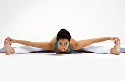 Выполнять упражнение запрещено при травмах поясницы, и показано женщинам с патологиями моче-половой системы