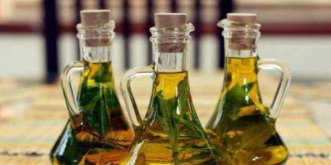 Для целебной настойки на основе золотого уса понадобятся листья растения и водка.
