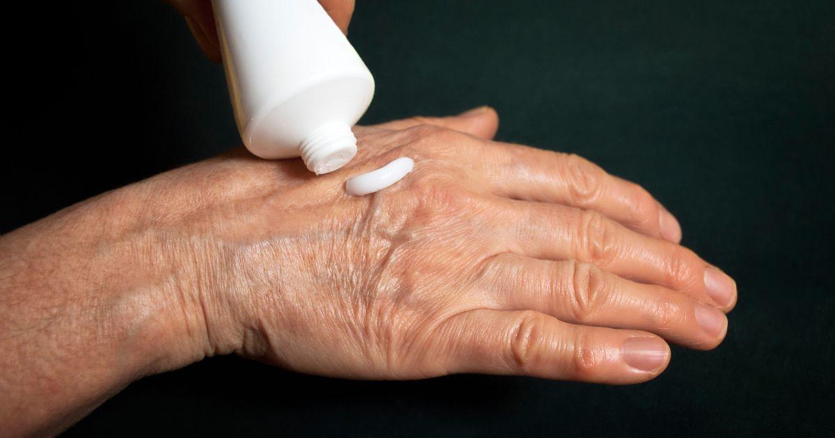Крема для лечения суставов: обзор самых популярных средств