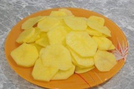 Ломтики картофеля справятся с отеком сочленений.