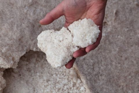 Благодаря своему составу бишофит обладает рядом целебных свойств.