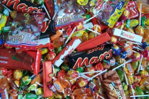 Употребление сладостей стоит свести к минимуму.