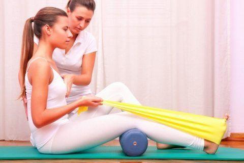 Эластичная лента и жгуты применяются для увеличения нагрузки на поражённый сустав