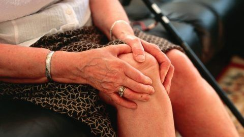 Гель-мазь Бишофит поможет в короткие сроки убрать болезненность сочленений и улучшить их подвижность.
