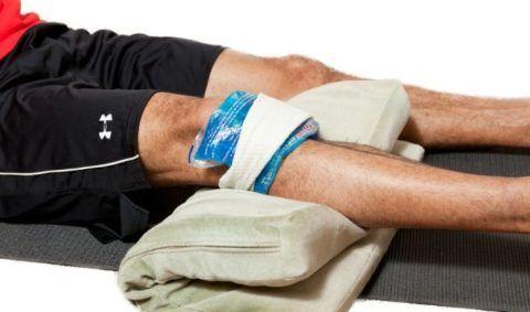 Холодный компресс на поврежденные связки колена