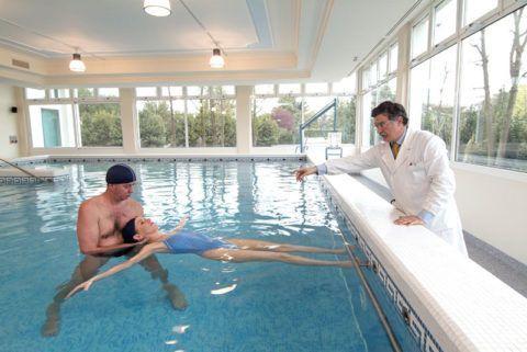 Какие упражнения в воде будут полезны, если болят суставы