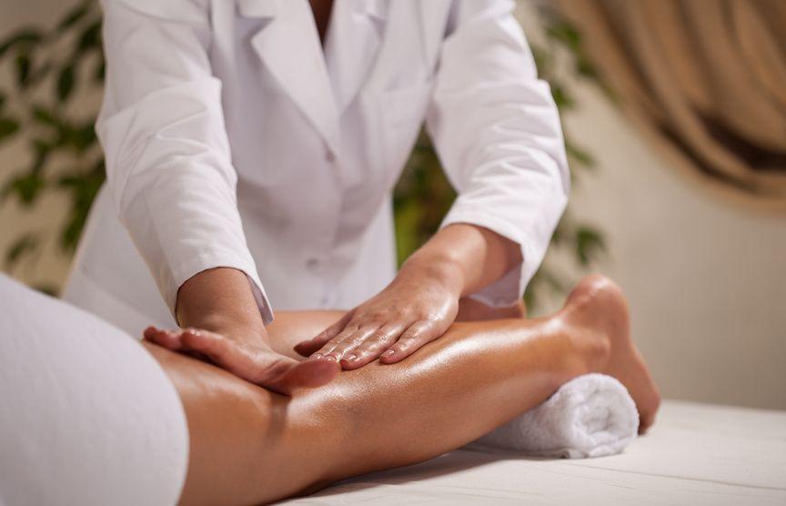 Как выполняют массаж коленного сустава при артрозе (видео)
