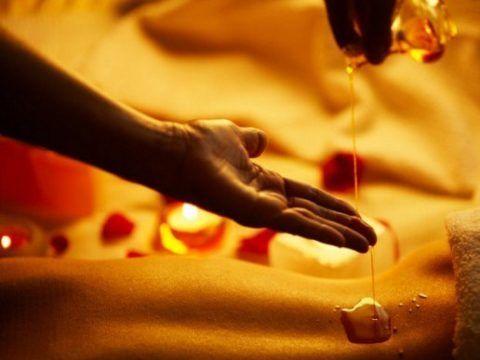 Многим больным с артрозом колена помогает самомассаж с жидким натуральным мёдом