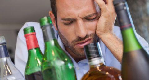 Настой лавра и любистока избавит от алкогольной зависимости.