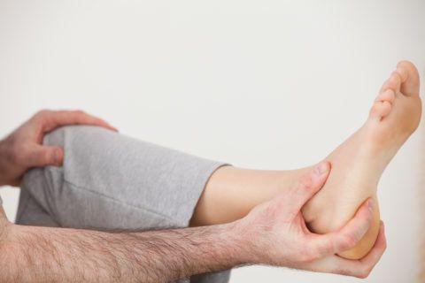 Первым признаком тендинита является боль в области голеностопного сустава