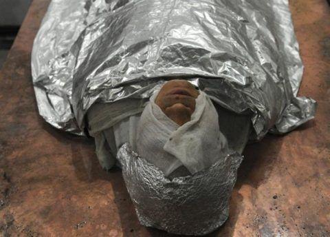 Полные обертывания тела фольгой должен выполнять специалист, чтобы не возникло никаких осложнений.