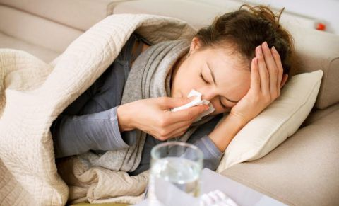 При простуде ломит все тело и повышается температура.