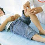 «Щелкать» сочленения могут у детей в период сильного роста