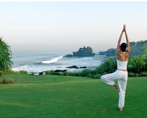 Йога - и на групповых занятиях, и дома, и на природе - крайне полезна