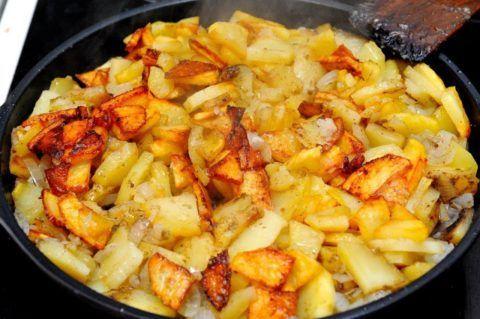 Жареные блюда лучше заменить на приготовленные на пару, в духовке или посредством мультиварки.