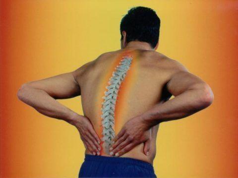 Артроз позвоночника появляется вследствие старения либо чрезмерного поднятия тяжестей.