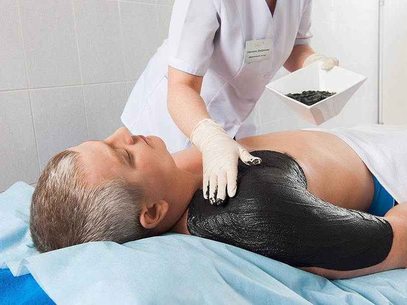 Как лечить суставы грязью: показания и противопоказания, особенности проведения процедуры