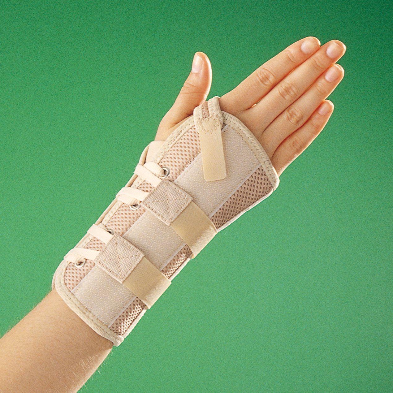 Как происходит перелом лучезапястного сустава, симптомы и лечение травмы
